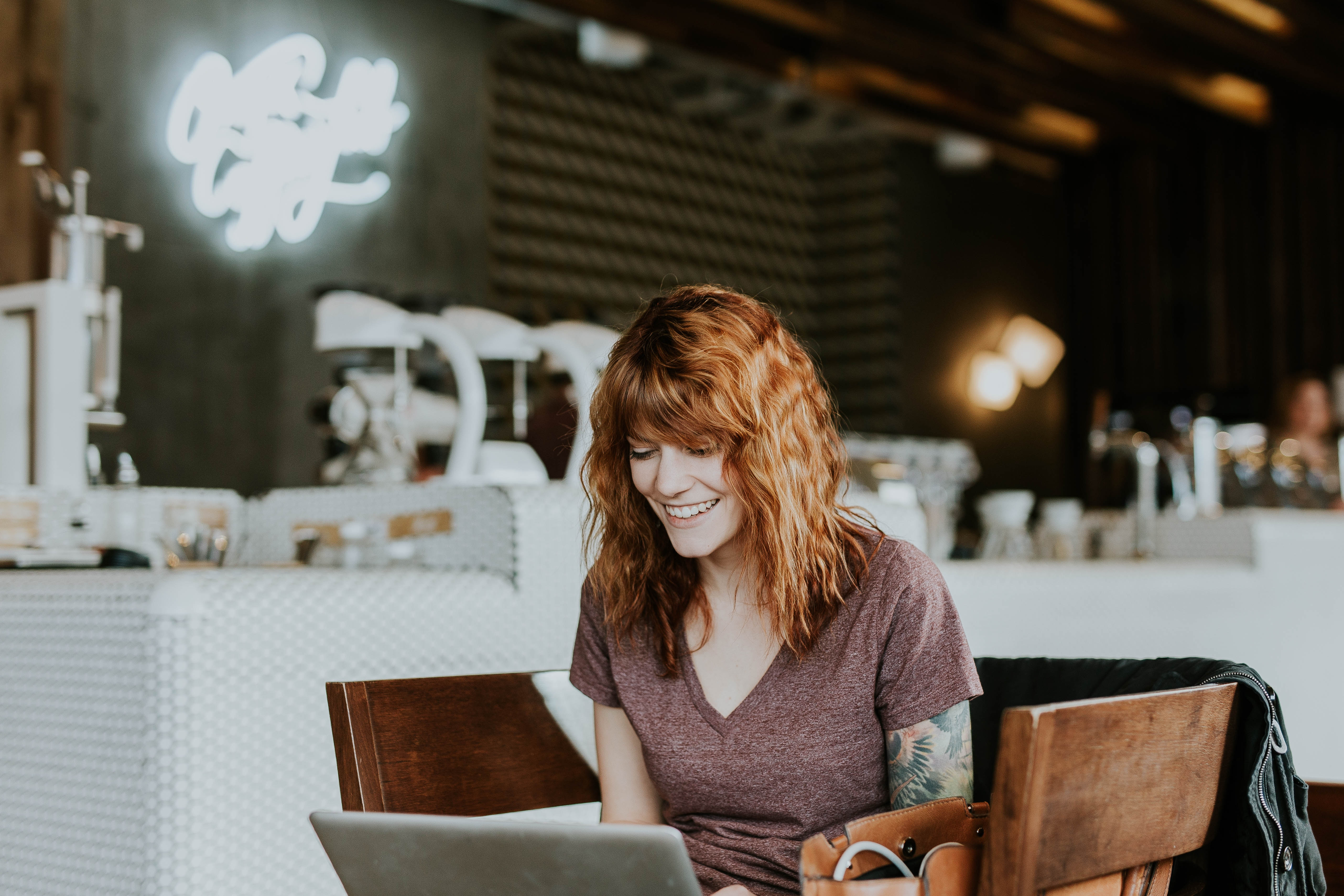 red haired blogger working in a coffee shop